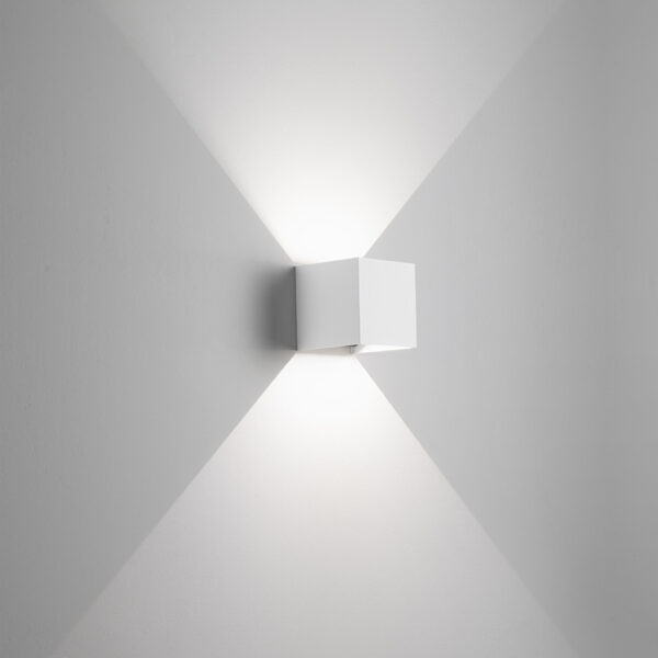 Wall lamp in white aluminum Hotshot