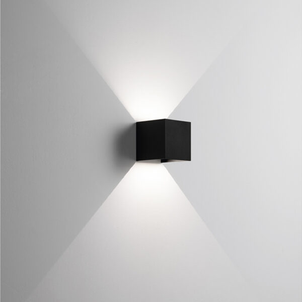 Applique in alluminio Cubo a LED Nero